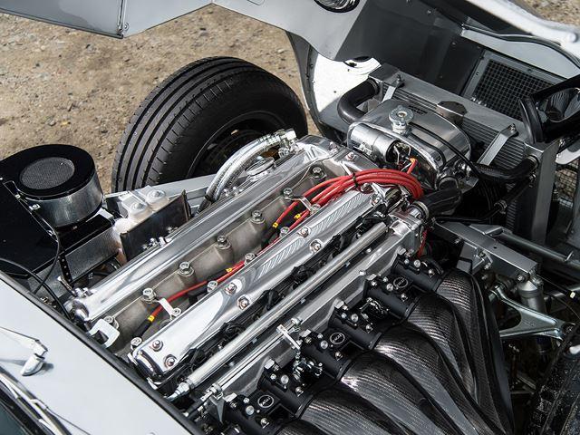 4,7 litarski motor s 6 cilindara