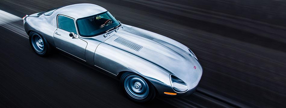 Prekrasni Jaguar E-Type postiže brzinu od 270 km/h