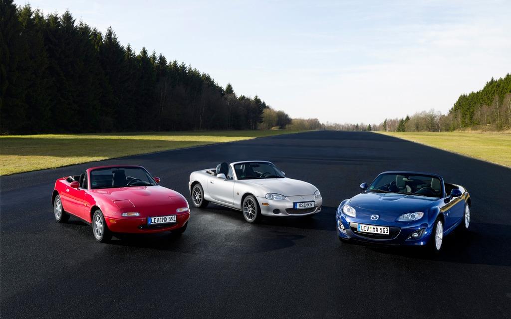 Tri generacije modela Mazda MX-5 Miata.