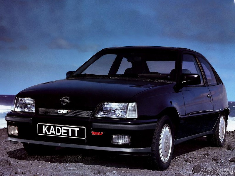 Opel Kadett GSi 16V - omiljen među zidarima i nenormalno brz za svoje doba.