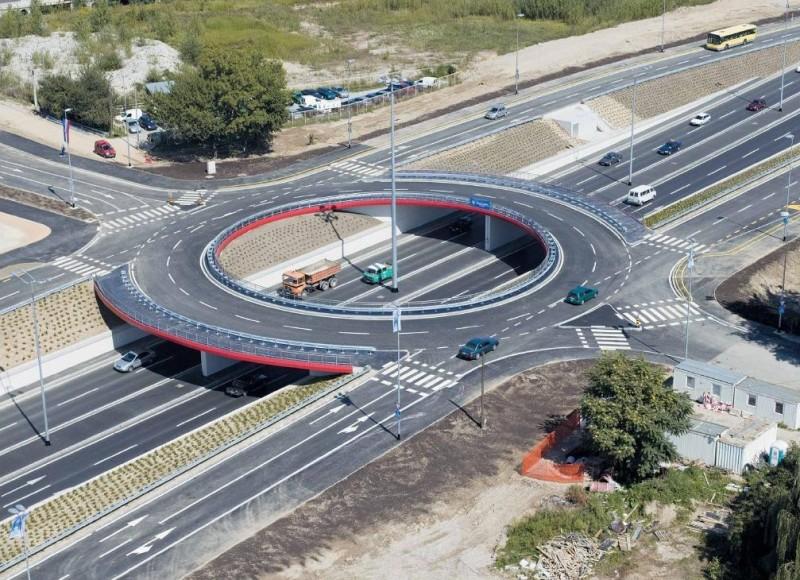 Uobičajeni kružni tok sa dvije trake.