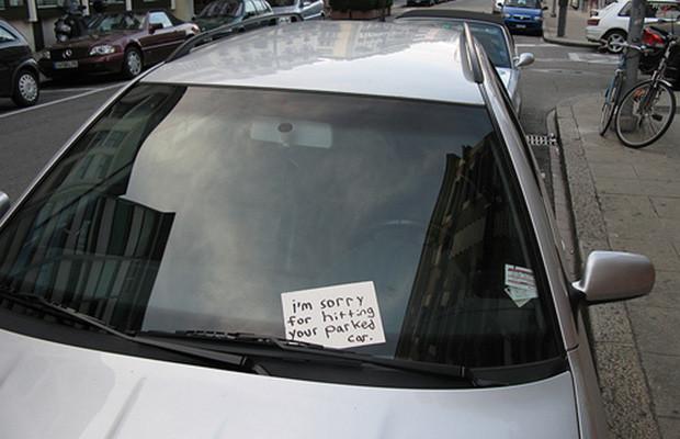 """Lažna poruka """"udario sam ti auto"""""""