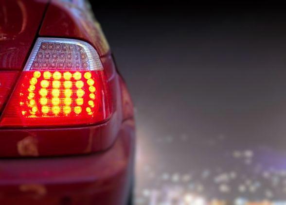 Klasična pogreška neiskusnih vozača je kočenje u samom zavoju