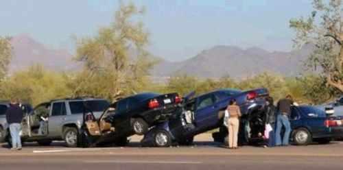 U svakom trenutku je bitno održavati dovoljan razmak između svojeg i vozila ispred