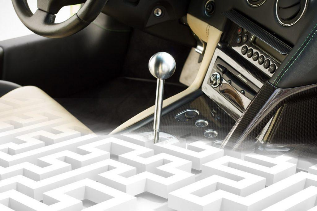 Za sve one koji su navikli samo na automatski mjenjač, ručno mijenjanje brzina izgleda kao labirint