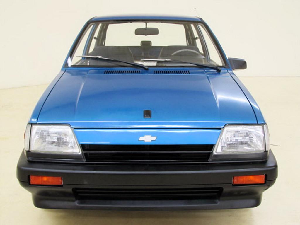Prvi dojam odaje tek dobro očuvani mali auto iz osamdesetih.