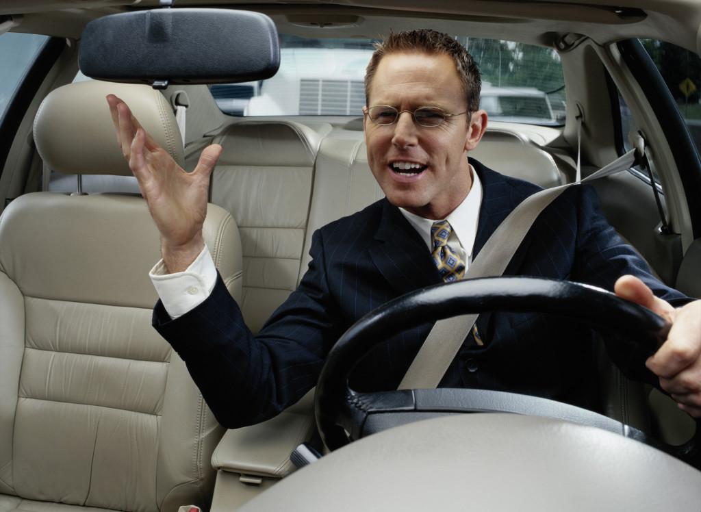 Biti vlasnikom brzog automobila ne znači da je taj isti vlasnik normalan.