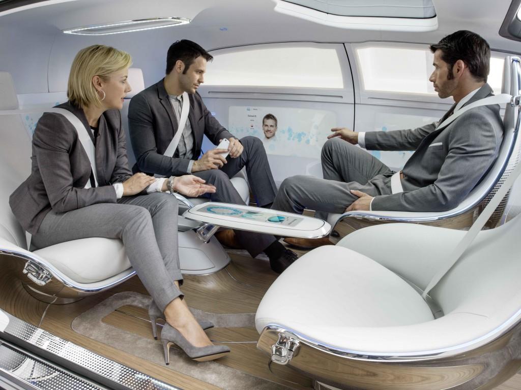 Tmurne li budućnosti kada nam neće dati mira s poslovnim kolegijima ni tijekom vožnje...