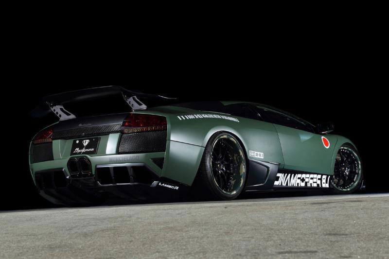 Čak i super-automobilima ponekad treba zamijeniti kotače.