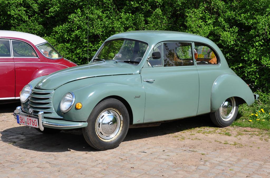 Ovakve je automobile post-ratni DKW proizvodio do Mercedesove ere.