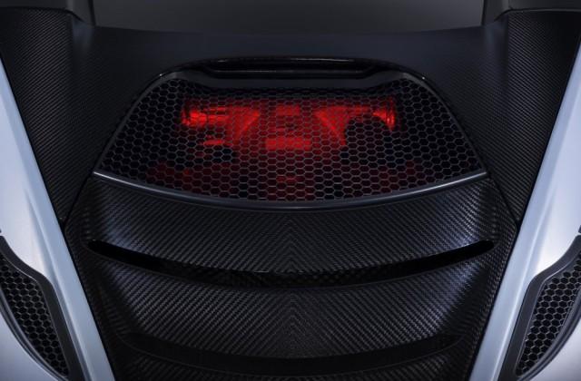 Motor je osvijetljen kako bi se zvijer bolje mogla vidjeti jer je poprilično nisko postavljen.