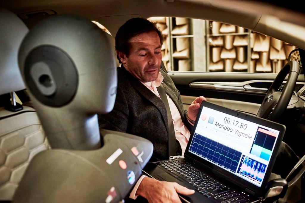 Inženjer Forda proučava kako umanjiti buku, vibracije i grubost u radu