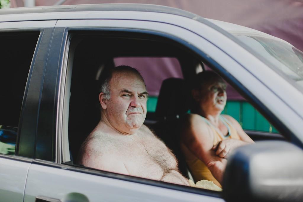 Golotinja u automobilu nije prikladna (kaže zakon)...