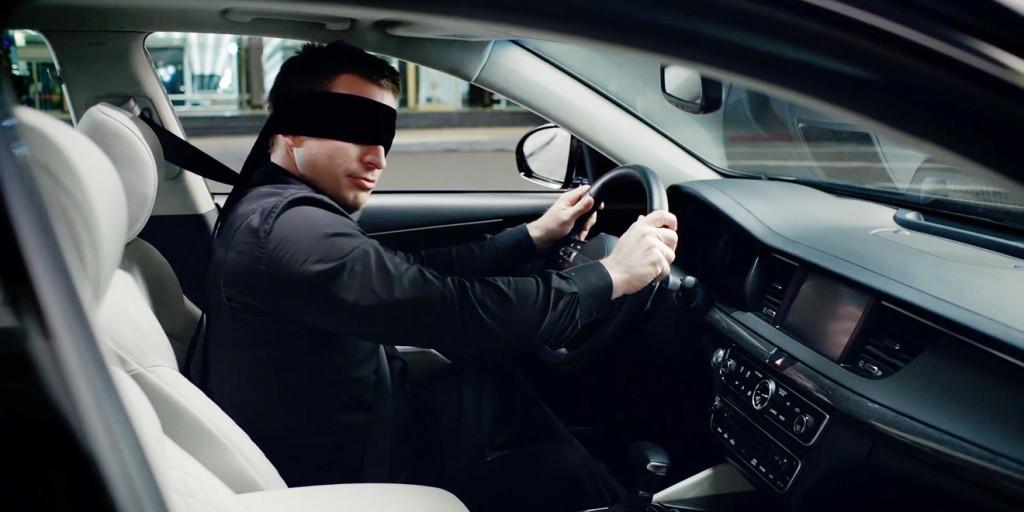 Da netko je morao zakonom istaknuti da je zabranjeno voziti s povezom na očima...