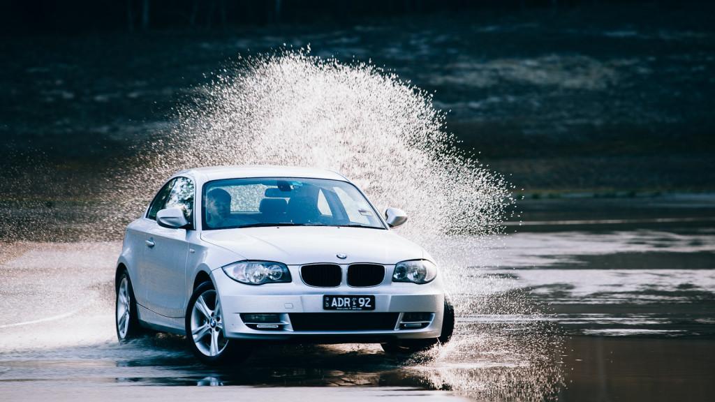 Akvaplaning (hidroplaning) je pojava koja se događa kada vozilo svojom težinom ne može da istisne vodu na putu ispod gume.