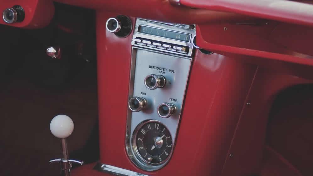 Zamislite da za zabrana radija u automobilu prošla, što sve danas u automobilima ne bi imali zbog ometanja vozača?