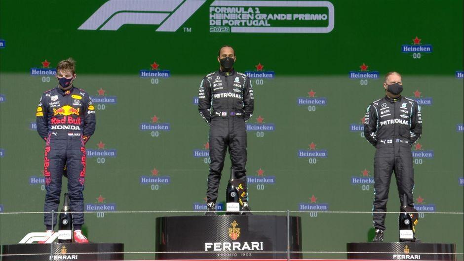 Velika nagrada Portugala: Hamilton u izravnoj borbi pobijedio Verstappena i Bottasa
